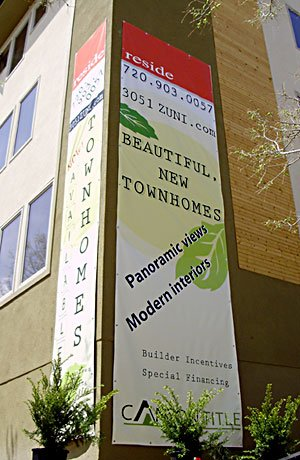 Building-mounted Banners